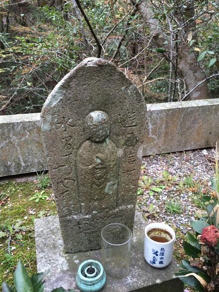 貝塚遊女の墓