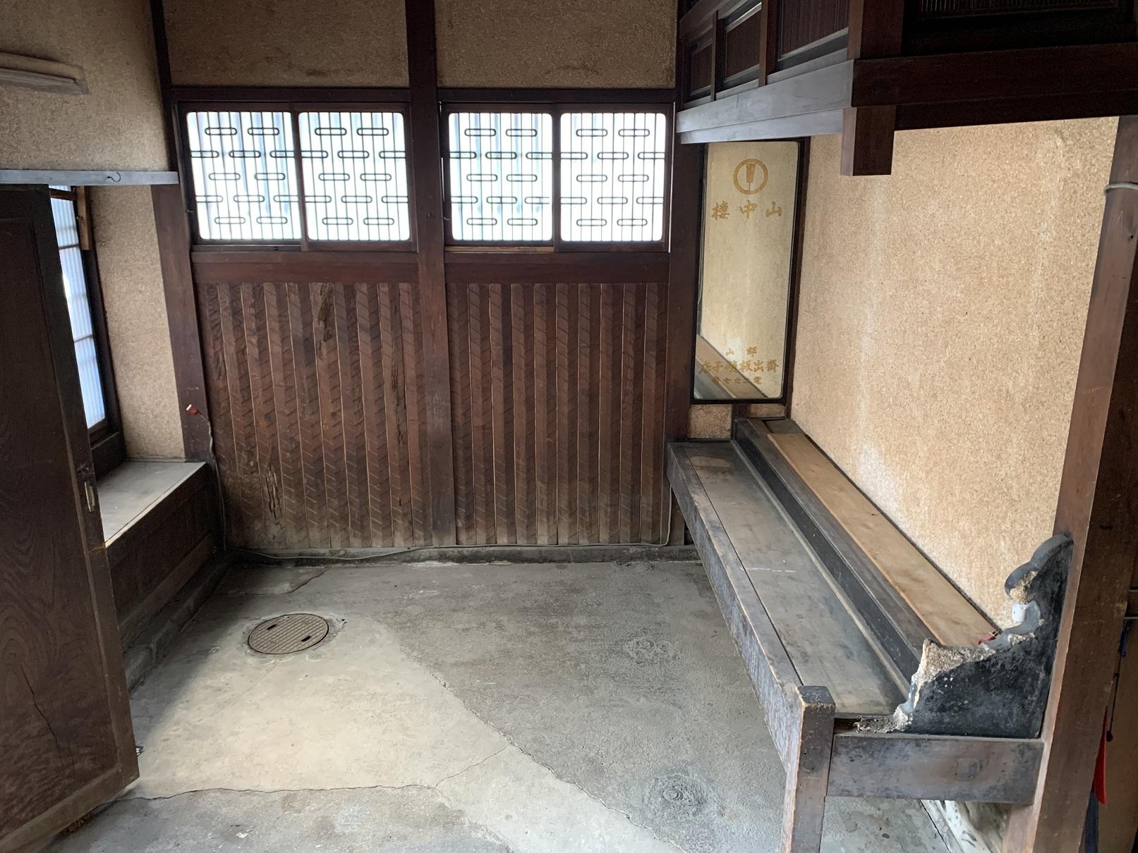 洞泉寺遊郭山中楼玄関