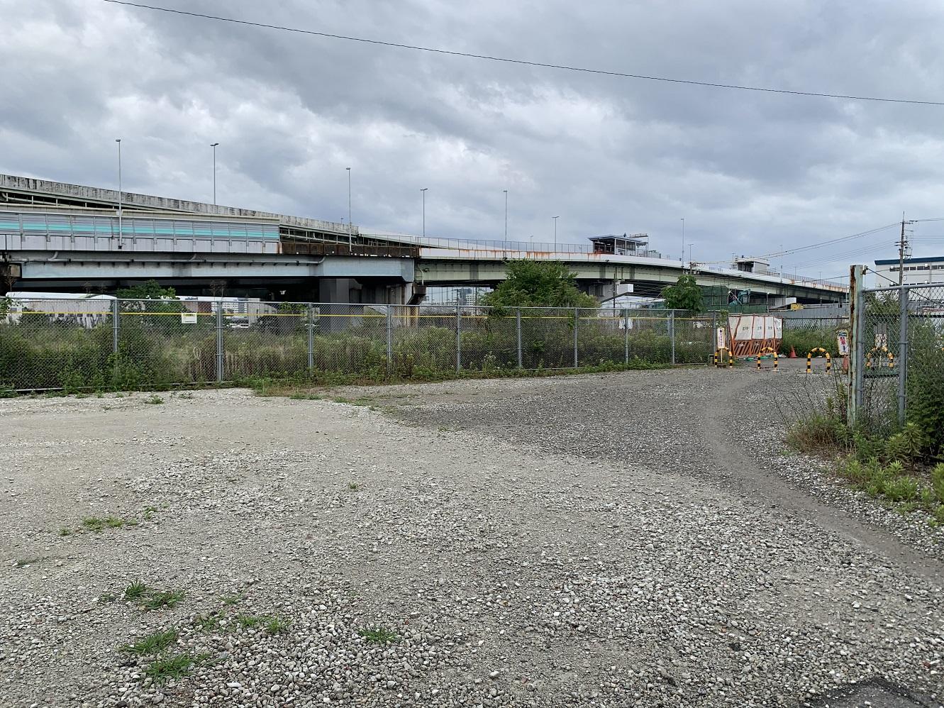 木津川駅駅舎から見た風景