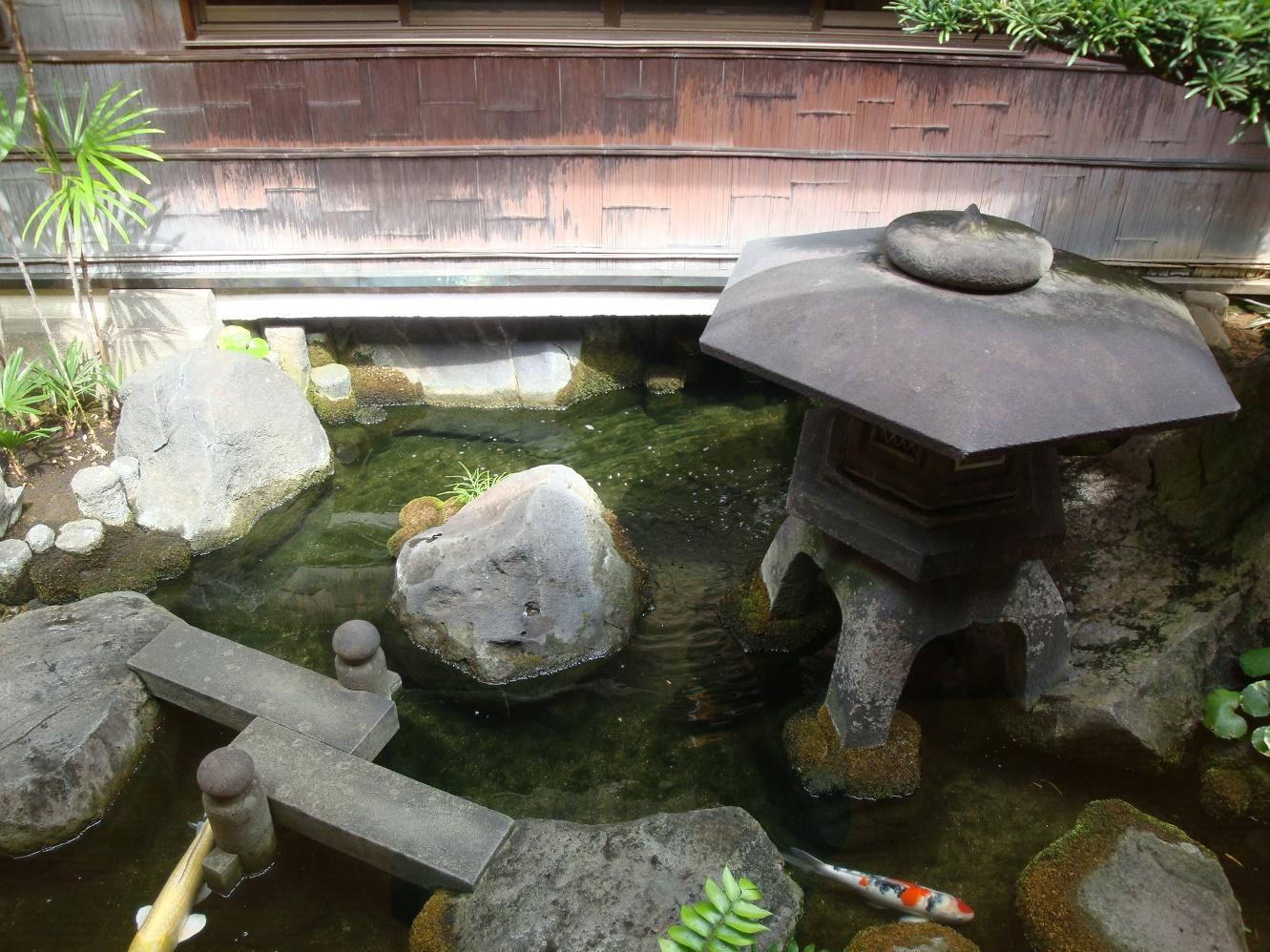 貝塚料亭深川の池